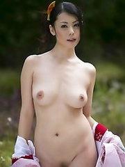 Sexy and beauty Japanese av idol Nana Aida shows her off body undressing a kimono