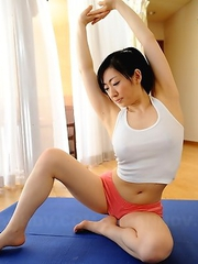 Hot Emiko Koike stretches for cam
